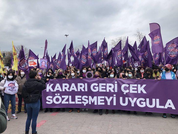 Kadıköy'de 'İstanbul Sözleşmesi' eylemi