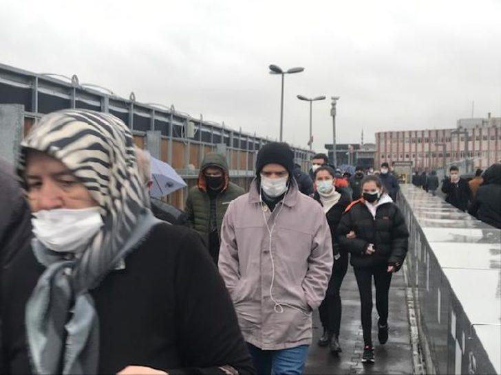 İstanbul'da toplu taşıma yoğunluk! Vatandaşlar isyan etti