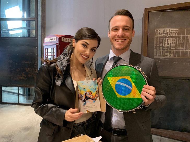 Sen Çal Kapımı'nın yıldızları Hande Erçel ve Kerem Bürsin'e Brezilyalı hayranlarından sürpriz!