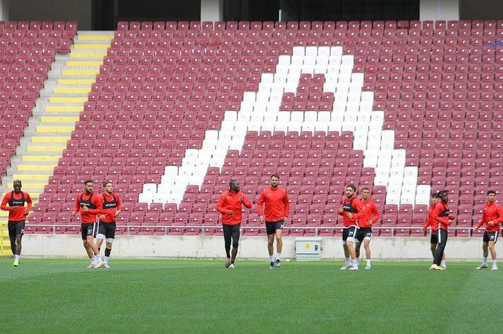 Hatayspor yeni stadında ilk antrenmanına çıktı