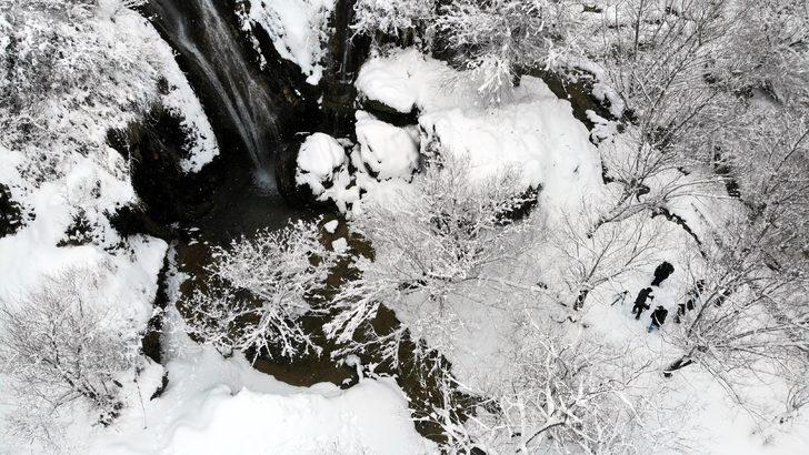 Girlevik Şelalesi'nde kar manzarası büyüledi