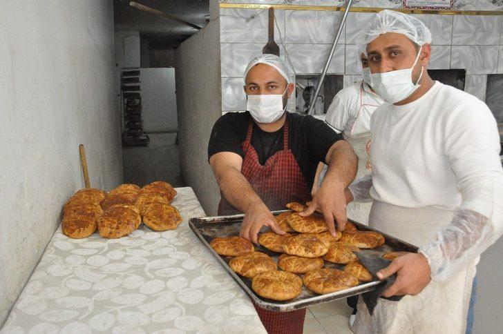 Mardinli fırıncıların keçi sütlü çöreği kapış kapış satılıyor!