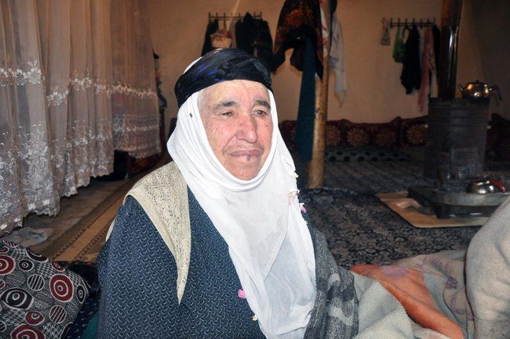 87 yaşındaki annelerinin kimliği olmadığını hastaneye götürünce öğrendiler