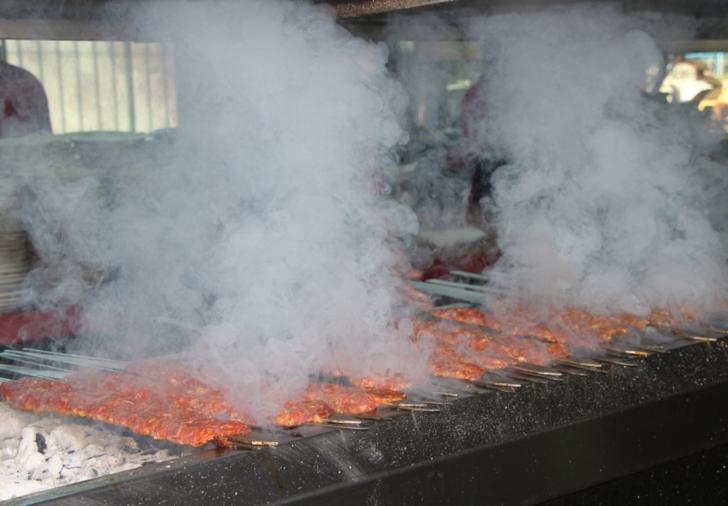Adana'da et tüketimi 32 tona ulaştı! 'Eti sıcak severiz, kebabı sıcak yeriz'