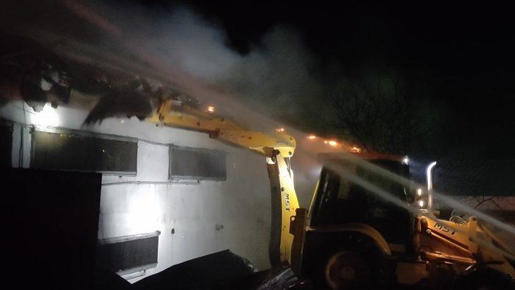 Bursa'da tavuk çiftliğinde yangın: 1500 tavuk telef oldu