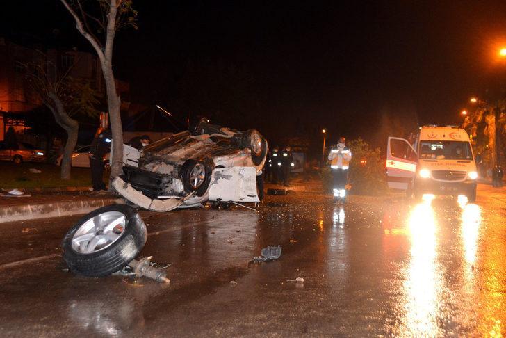 Adana'da feci kaza! Kontrolden çıkan otomobil, ağacı devirip takla attı: 4 yaralı