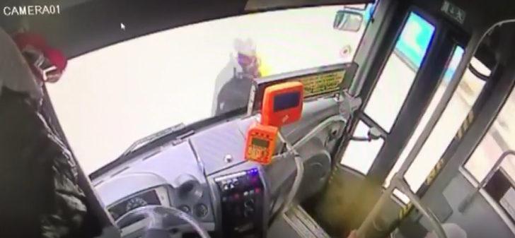 Otobüsün altında sürüklenen kadının mucize kurtuluşu