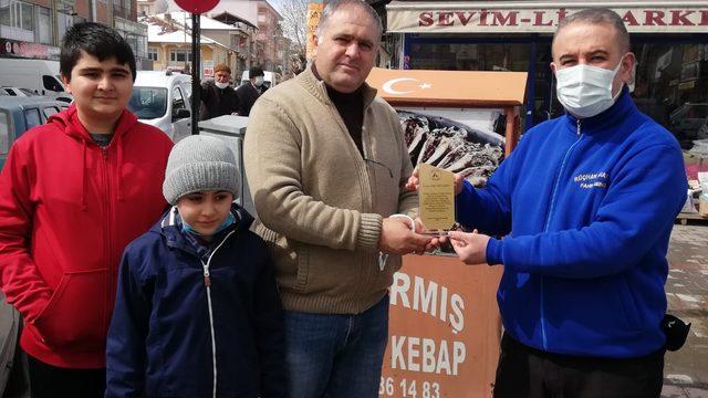 Yerköy'de hayvanseverlere plaket