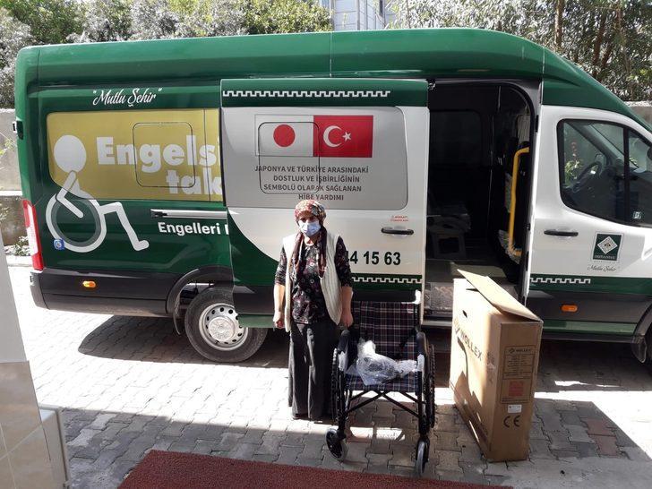 Tekerlekli sandalyeler hak sahiplerine teslim ediliyor