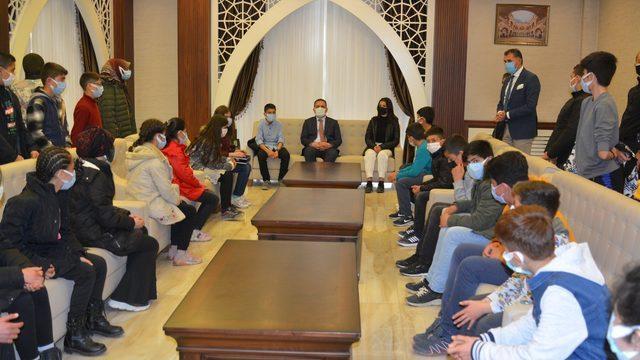 """""""Biz Anadolu'yuz"""" projesikapsamında öğrenciler Hakkari'ye geldi"""