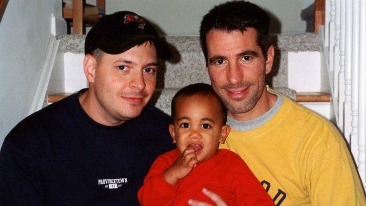 'Metroda bir bebek bulduk, oğlumuz oldu'
