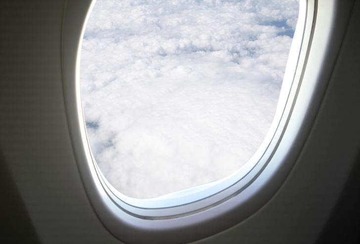Kabin ekibinin sırları: Asla uçak camına yaslanmayın hatta orada oturmayın!