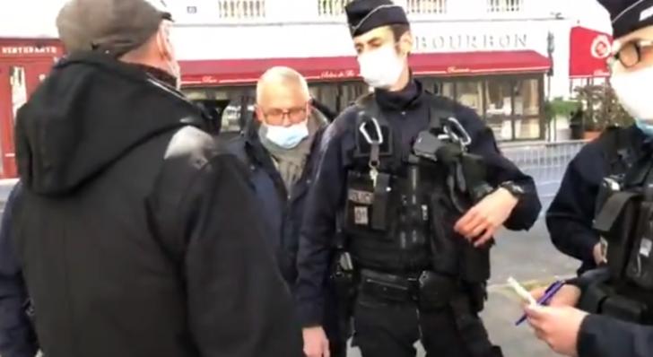 Fransa'da polis muhalif milletvekilinin meclise girmesini engelledi