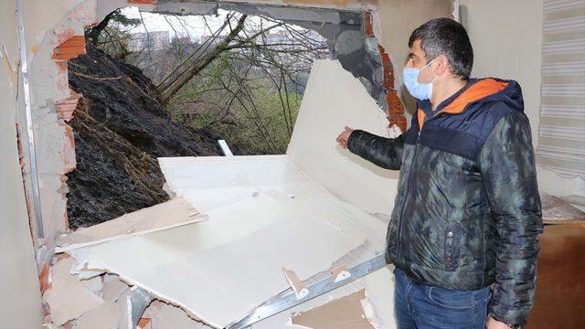 Zonguldak'ta meydana gelen heyelanda bir evin yatak odası ve mutfak duvarı yıkıldı