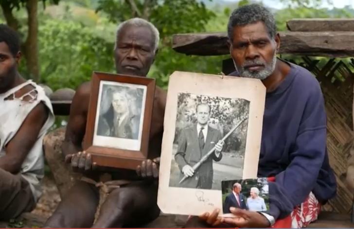 Henüz öldüğünü bilmiyorlar! Köy halkı Prens Philip'e 61 yıldır 'tapıyor!'