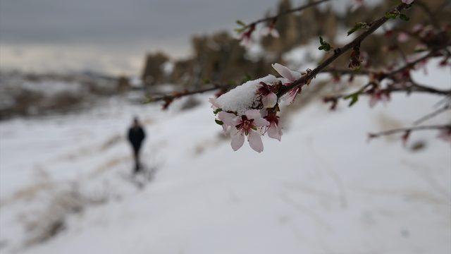 Kapadokya nisan ayında kar altında kaldı