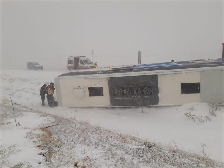 Konya'da yolcu otobüsü devrildi: 1'i ağır 6 yaralı