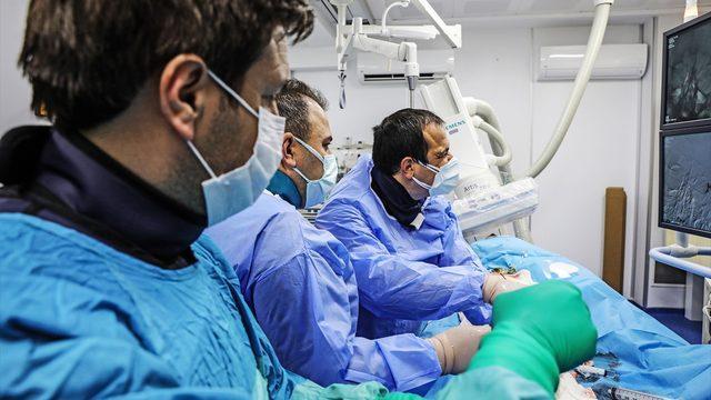 Kütahya'da beynini besleyen ana damarı tıkanan kadın anjiyo yapılarak sağlığına kavuştu