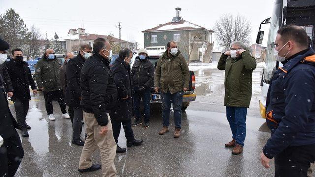 Karaman'da kar ve tipi nedeniyle mahsur kalan tarım işçileri kurtarıldı