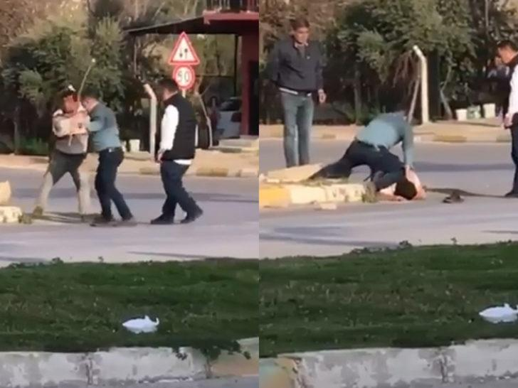 Yere yatırdıkları kişiyi sopayla dövdüler