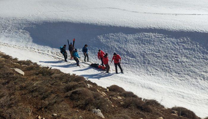 Van'da kayak yaparken ayağı kırılan asistan doktor, UMKE ekipleri kurtardı thumbnail