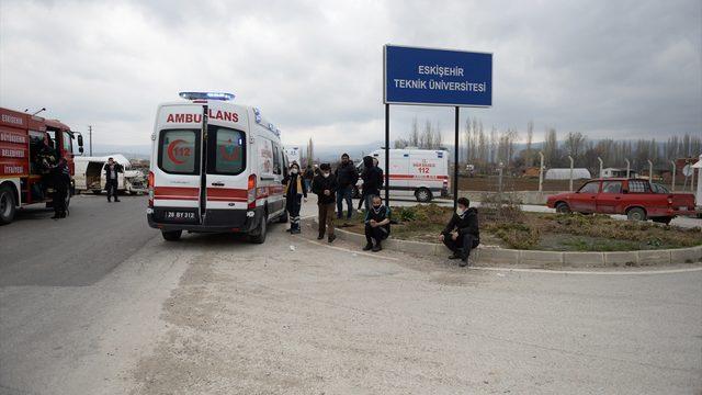 Eskişehir'de minibüs ile kamyonet çarpıştı: 7 yaralı
