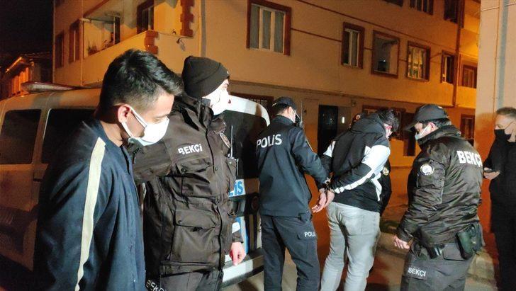Bursa'da uyuşturucu maddeyi evin çatısına atıp kaçmaya çalışan şüpheliler yakalandı