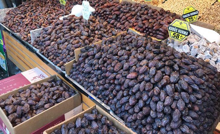Mısır Çarşısı'nın en pahalı hurması; tanesi 5 liraya satılıyor