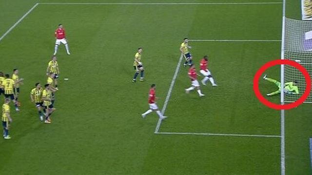 İlginç gol! Top çizgiyi geçti mi, geçmedi mi?