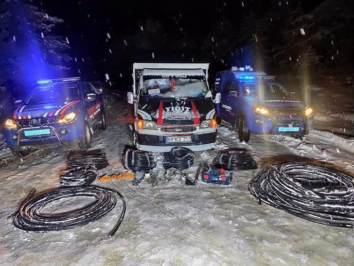 Kastamonu'da kablo hırsızlığı yaptıkları iddia edilen 4 kişi tutuklandı