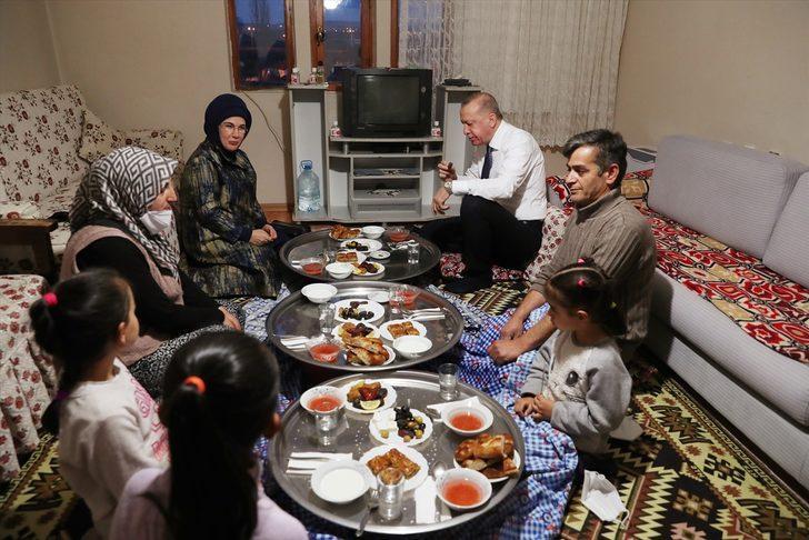 Cumhurbaşkanı Recep Tayyip Erdoğan bir ailenin evinde iftar yaptı