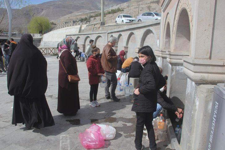 Erzincanlılar orucunu açmak için Ekşisu'ya akın ediyor