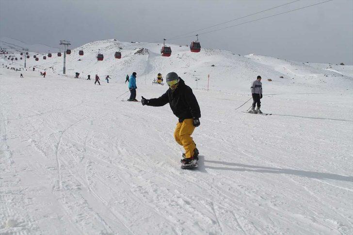 Erciyes'te kayak tatili tam gaz devam ediyor