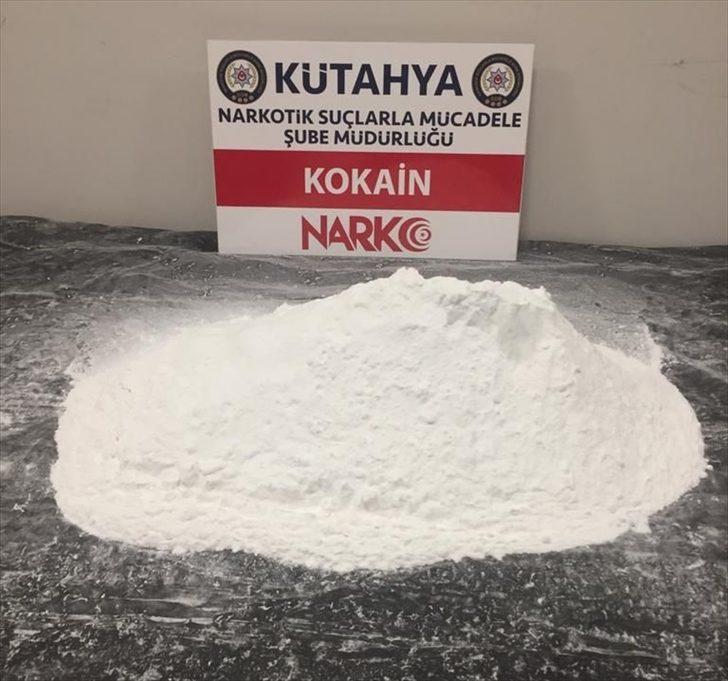 Kütahya'da çantasında 2,5 kilogram kokain ele geçirilen şüpheli gözaltına alındı