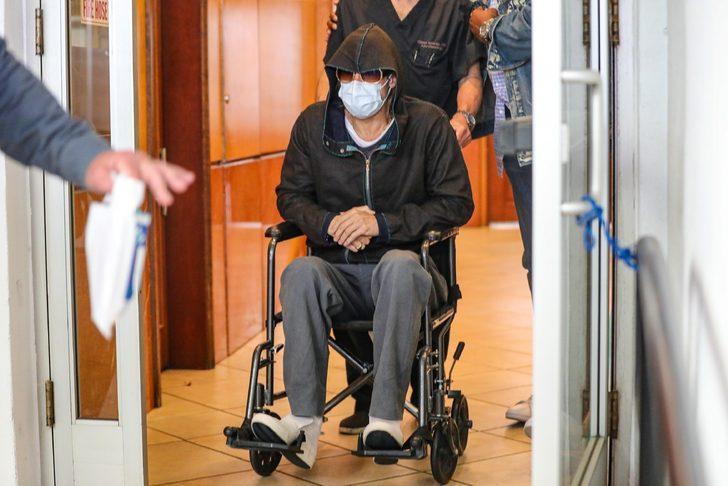 Brad Pitt dişçiden tekerlekli sandalyeyle çıktı