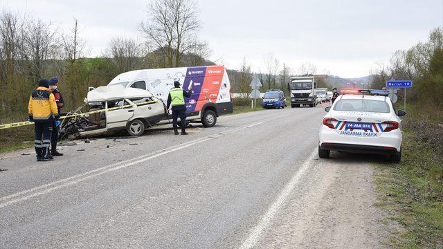 Bartın'da minibüs ile otomobil çarpıştı: 1 ölü, 1 yaralı