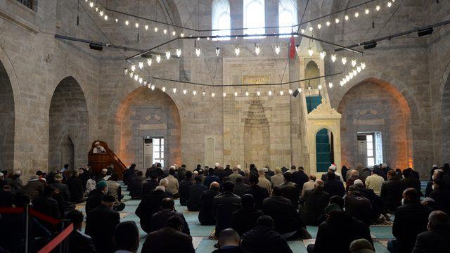 Tokat ve Kastamonu'da ramazanın ilk cuması Kovid-19 tedbirleri ile kılındı