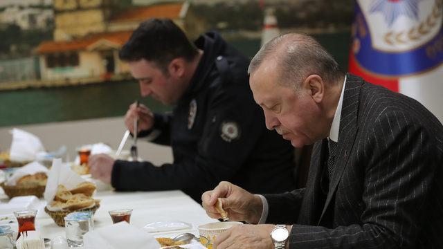 Cumhurbaşkanı Erdoğan, polislerle iftar yaptı