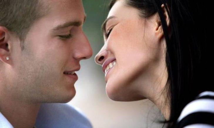 Bilim insanları: Düzenli seks insanı gençleştiriyor