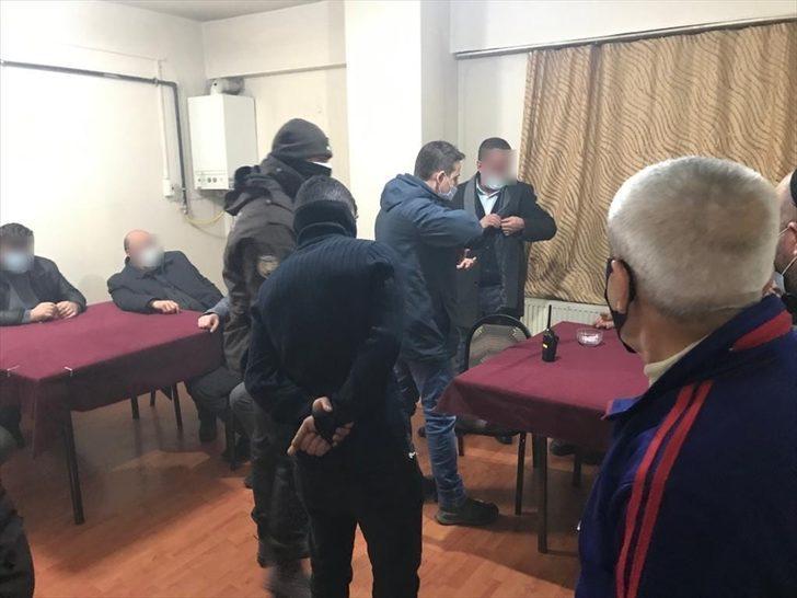 Erzurum'da kıraathanede Kovid-19 kısıtlamasını ihlal eden 24 kişiye 83 bin 256 lira para cezası