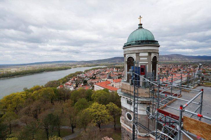 Katedralin haçından 176 yıllık zaman kapsülü çıktı