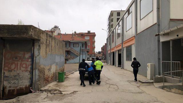 Uşak'ta tüfekle çevreye rastgele ateş açan kişi polisin kovalamacası sonucu yakalandı
