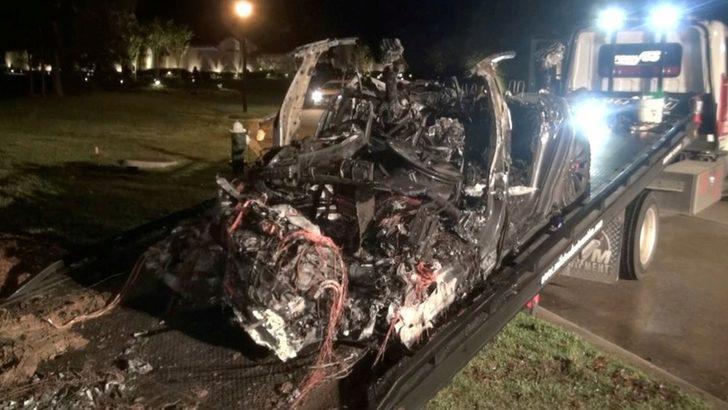Elon Musk: 2 kişinin öldüğü Tesla kazasında 'otopilot devrede değildi'