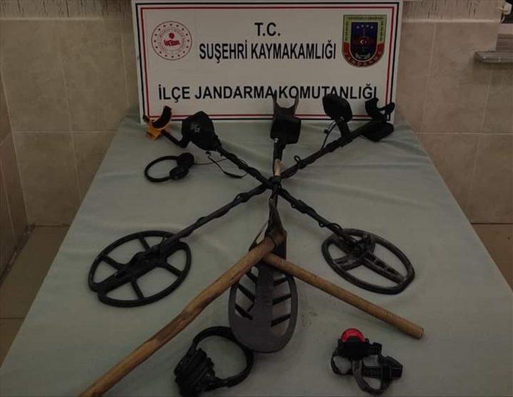 Sivas'ta izinsiz kazı yapan 5 şüpheli yakalandı