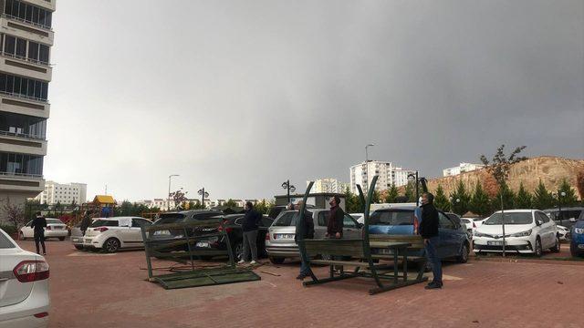 Gaziantep'te rüzgar hasara neden oldu