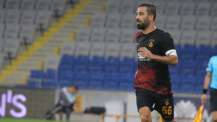 Arda Turan 1 yıl daha Galatasaray'da kalıyor