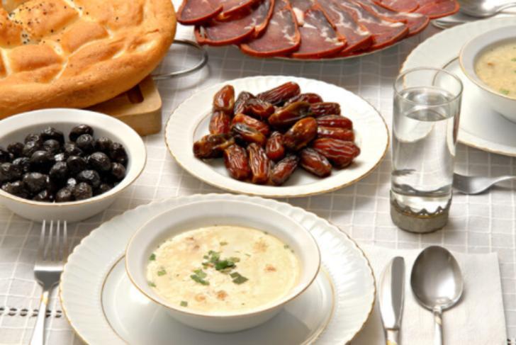 Ramazan ayında iftariyeliklere dikkat edin! Fazla tüketim kilo sorunlarına yol açabilir