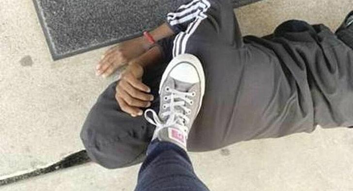 ABD'de siyah öğrencisinin ensesine ayağıyla bastı!
