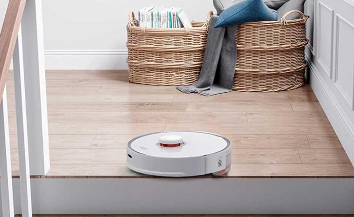Roborock Vacuum Cleaner S5 Max beyaz süpürge, tozları vakumlayıp süpürme derdinden kurtarıyor