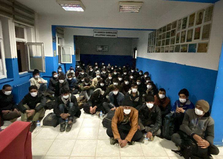 Bitlis'te durdurulan minibüste 68 düzensiz göçmen yakalandı